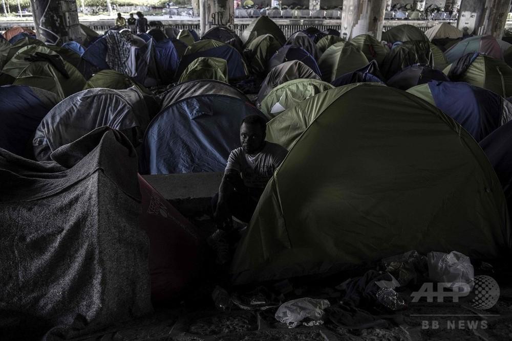 仏下院で新移民法案可決、勾留期間延長など盛り込む 与党内に亀裂