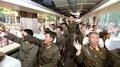 北朝鮮首都、弾道ミサイル「火星12」発射で祝賀ムード