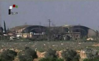 シリアの軍事空港攻撃、戦闘員14人死亡 イラン部隊も