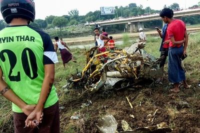 戦闘機2機墜落、操縦士2人と民家直撃で少女1人死亡 ミャンマー