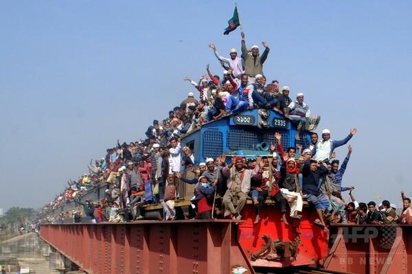 列車の屋根までぎっしり、世界規模の集会閉幕で バングラデシュ