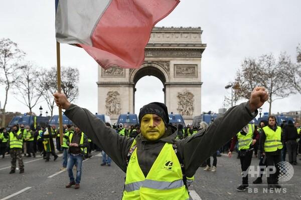 「黄色いベスト」運動、仏経済に大打撃 小売りや観光にも影響