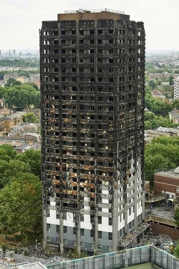 ロンドン高層住宅5棟の住民が一斉避難、大火災受け安全性懸念