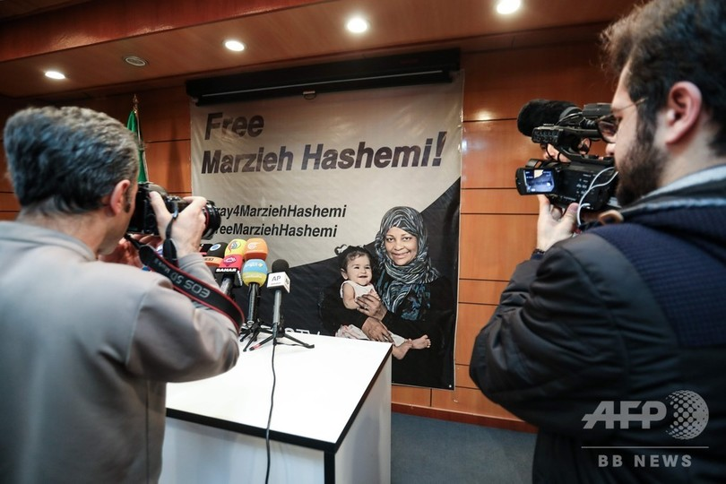 イランテレビ局キャスター、米国で拘束 イスラム教に改宗した米出身女性