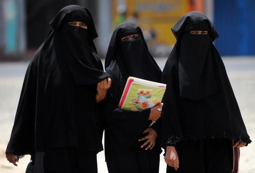 スリランカ、公共の場で顔を隠すことを禁止