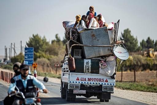 シリア北部で7万人が避難 クルド人勢力、トルコに反撃