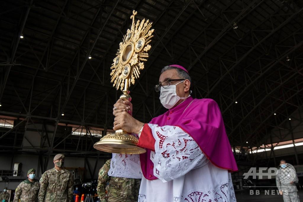 パナマ大司教、上空からカトリックの祭日を祝福 新型ウイルスで全教会閉鎖