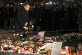 仏マクロン大統領、Xマス市襲撃のストラスブールで献花