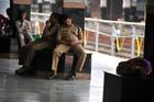 公務員の無断欠勤排除へ、印政府が監視システム導入へ