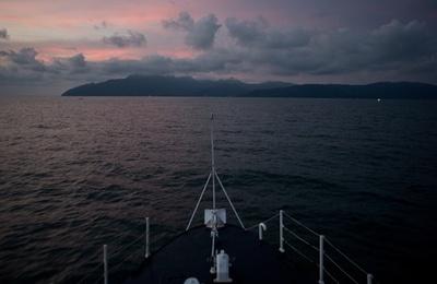 移民乗せたタンカーを拿捕、人身売買の容疑者ら逮捕 マレーシア