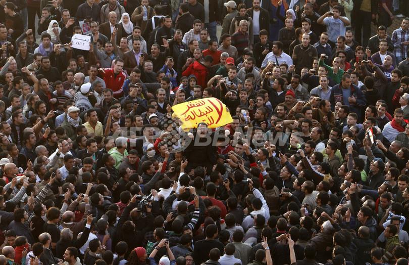 エジプトで大規模デモ、3人死亡 チュニジア「ジャスミン革命」が波及