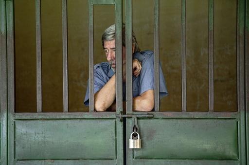 起訴された同性愛の英男性に国外退去処分、ウガンダ