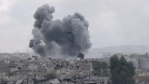 動画:シリア政府軍の激しい空爆続く、IS支配地域のパレスチナ難民キャンプで