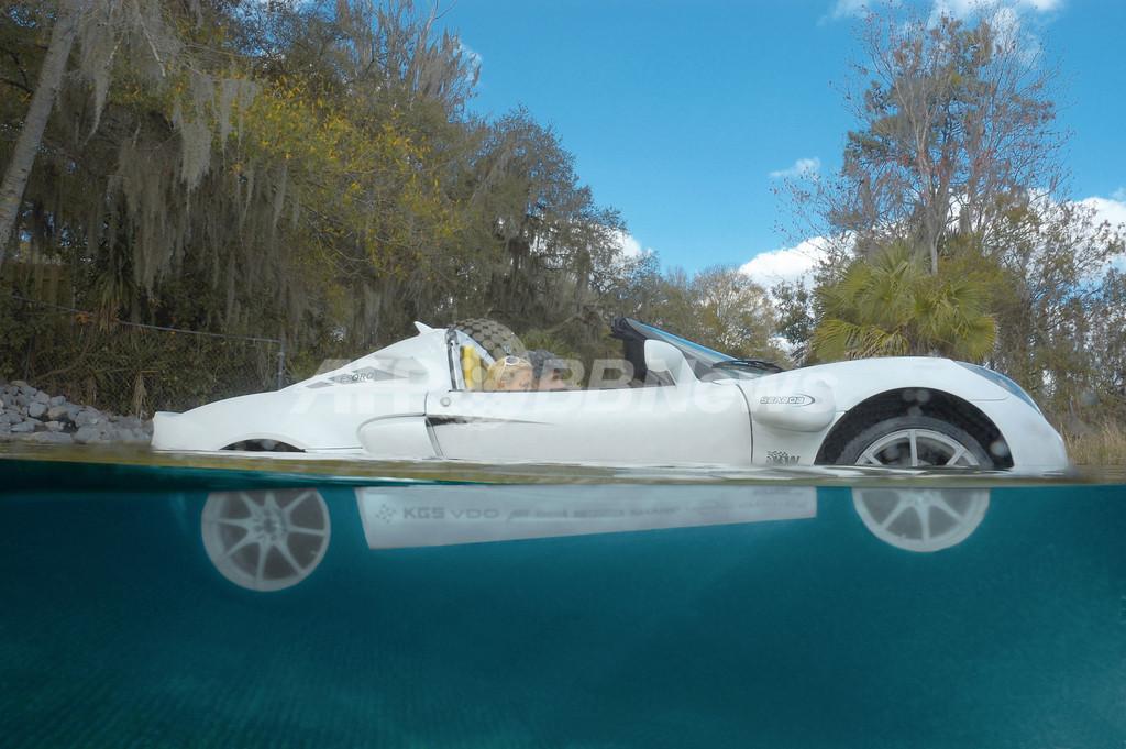 世界初の水陸両用スポーツカー、スイスのメーカーが開発