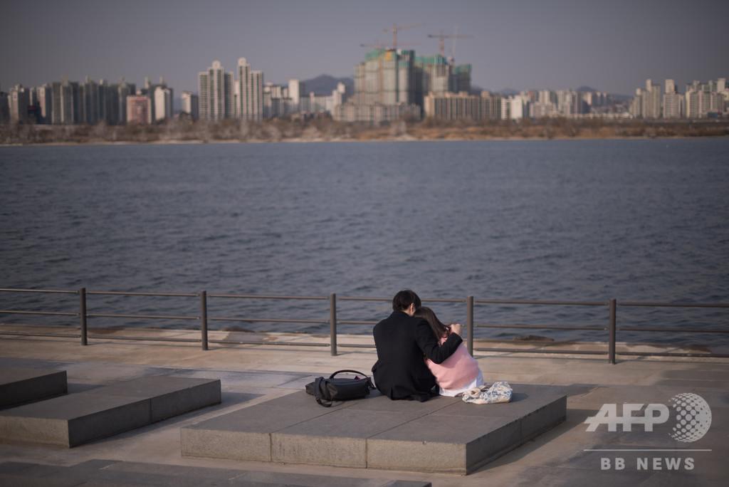 性行為の同意能力は16歳から、韓国が13歳から引き上げ