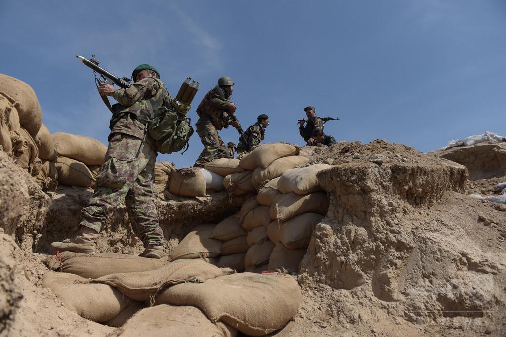 アフガニスタンの基地で「内部攻撃」、ルーマニア兵2人死亡