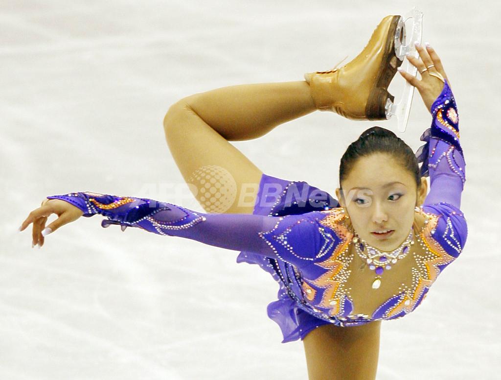 安藤美姫 NHK杯SPで2位につける