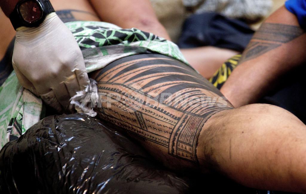 生き返る南太平洋のタトゥー、クック諸島の伝統
