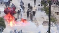 動画:マケドニア国名変更、ギリシャで数万人がデモ 警察と衝突も