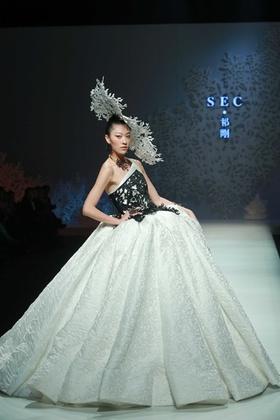 北京ファッション・ウィーク開催、旭化成中国大賞やランジェリー・コンテストも