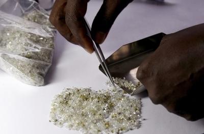 紛争ダイヤモンド防止のキンバリープロセス、有効性に疑問も