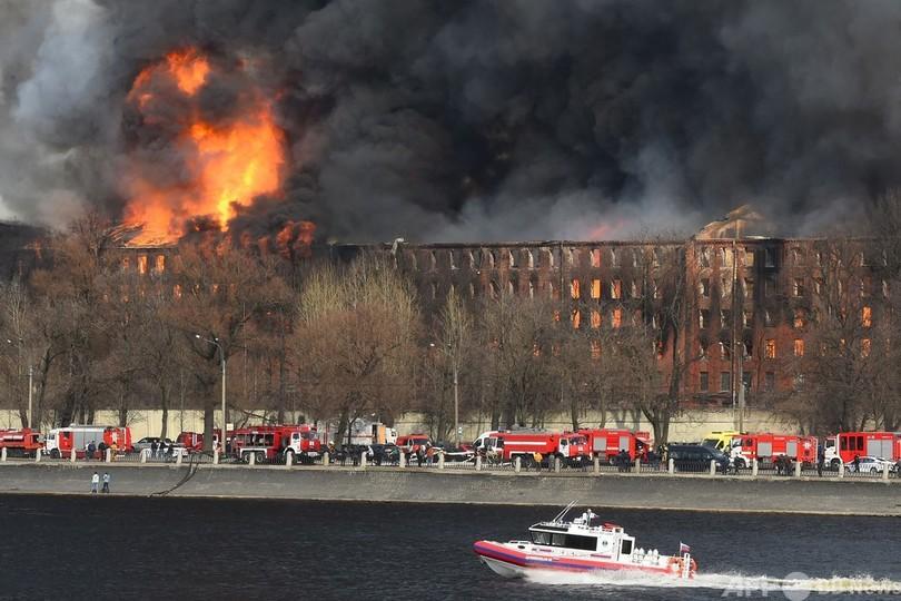 歴史ある工場で大規模火災 ロシア・サンクトペテルブルク 写真9枚 国際 ...