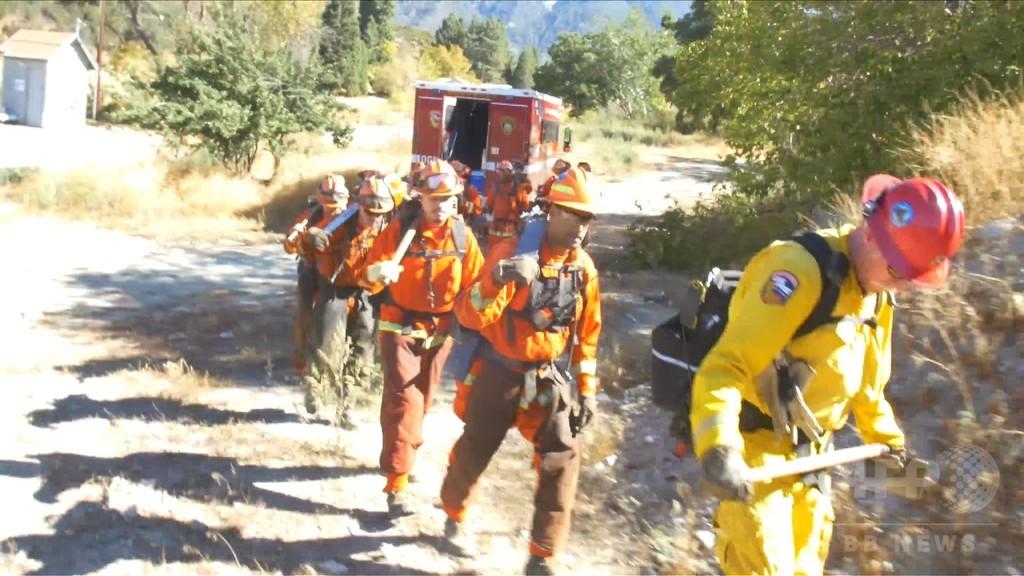 山火事と闘う受刑者たち、時給1ドルの消火プログラム 米加州
