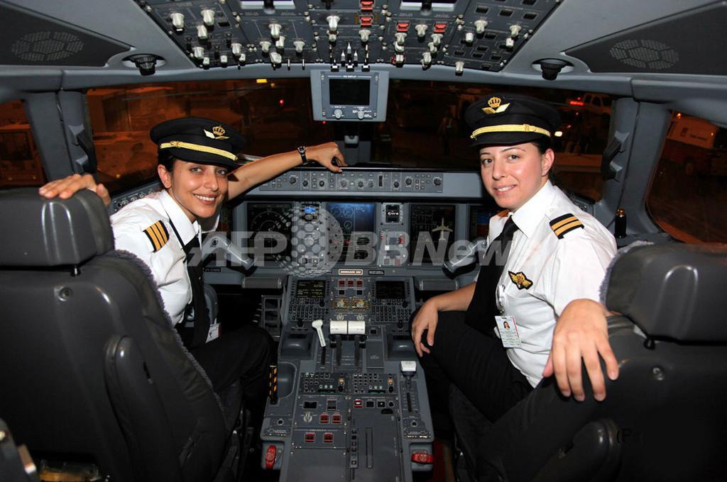 女性だけの乗務員で初飛行、ヨルダン航空