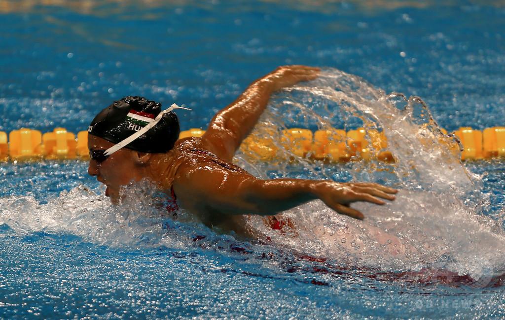 ハンガリーの競泳コーチが辞任、...