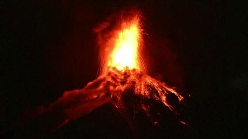 動画:グアテマラ・フエゴ火山が再噴火、約3000人避難