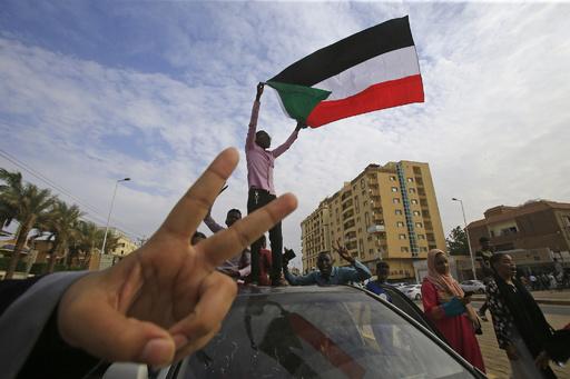 スーダン軍事評議会とデモ隊指導部、暫定憲法で「完全な合意」