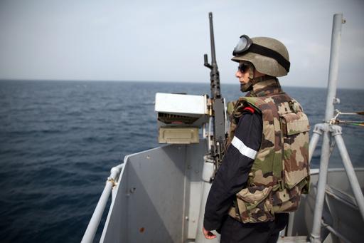 カメルーン沖で商船2隻襲撃、中国とウクライナの船員計17人拉致される
