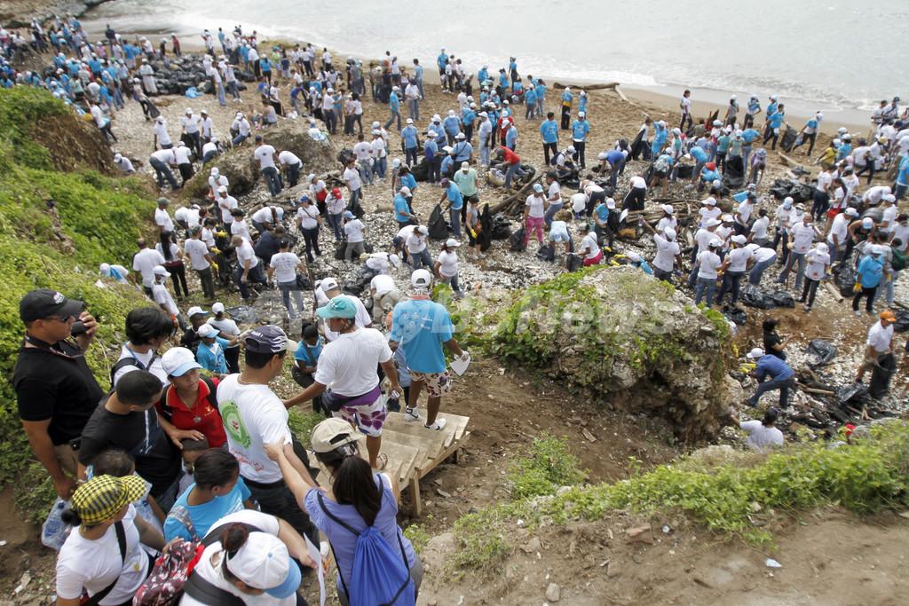 ドミニカ共和国の砂浜をきれいに、国際海岸清掃の日