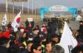 北朝鮮代表団が韓国入り、五輪閉会式出席へ 保守系議員らデモ