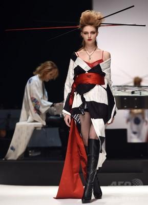 ロックをイメージした「着物」登場、Yoshikiデザイン 東京ファッションウィーク