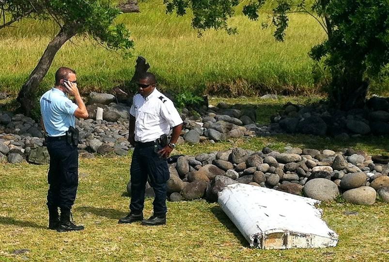 海岸に飛行機の残骸、マレーシア航空MH370便のものか
