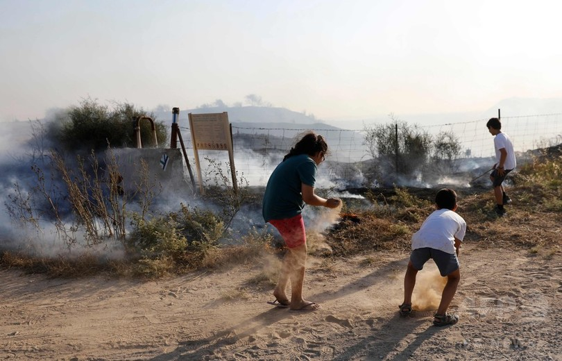 燃えるたこで農地狙う パレスチナ抗議デモで新たな作戦