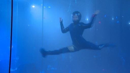 動画:ヴァージン・ギャラクティック、宇宙服を公開 アンダーアーマーがデザイン