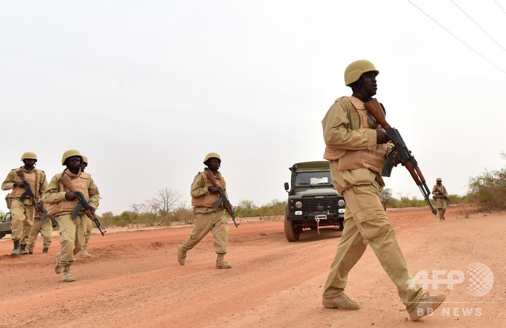 ブルキナファソ襲撃、IS系が兵士7人殺害で犯行声明 200人以上の大攻勢