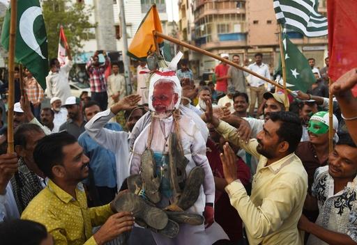 自治権剥奪の印カシミール、デモ隊の投石でトラック運転手死亡