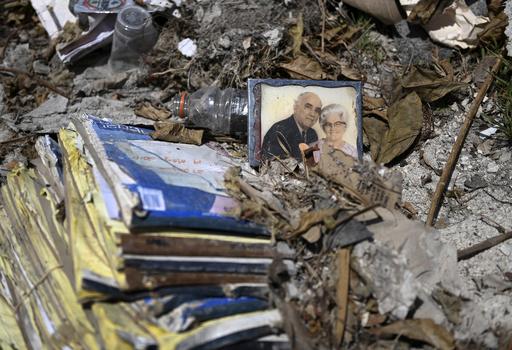 【今日の1枚】家族の肖像、ハリケーンの爪痕に残る