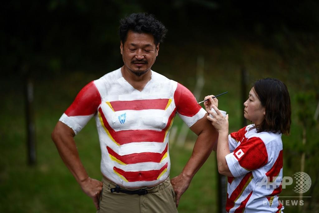 ボディーペイントでラグビーW杯を応援、話題呼ぶ熱烈な日本人ファン