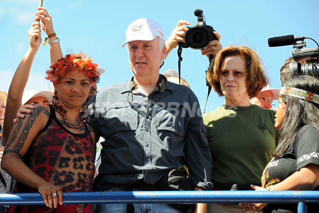 ジェームズ・キャメロン、ブラジルのダム建設反対運動に参加