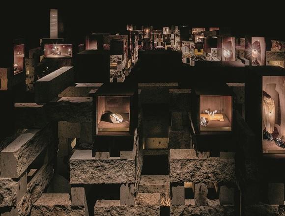 モダンな、不滅の名作揃い 。1970年代以降の作品に焦点を当てた『カルティエ、時の結晶』