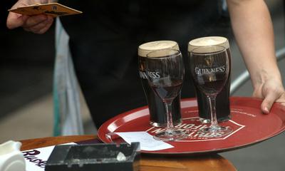 アルコール飲料にがんのリスク警告を義務付け アイルランドで新法成立