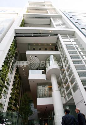 スウォッチ グループ店舗ビル、坂茂の設計で銀座にオープン
