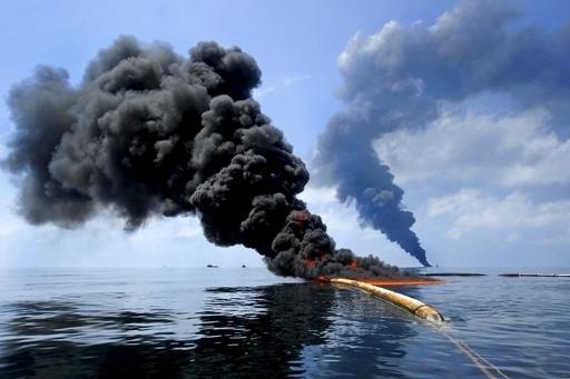 クリントン元大統領、油井爆破の可能性に言及 米原油流出