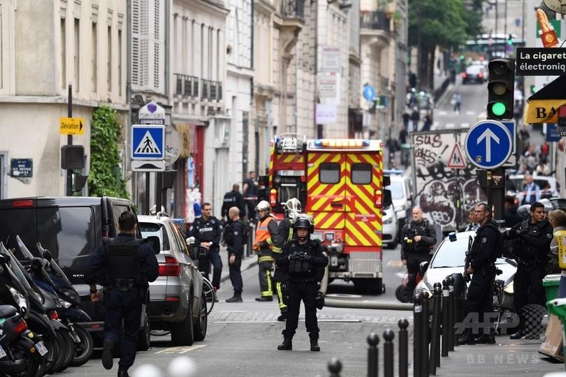 パリで武装した男が立てこもり 人質2人無事解放、犯人逮捕