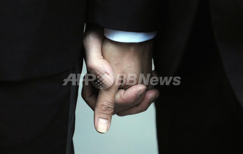 同性婚禁止の州法は是か非か、米加州最高裁で審理はじまる