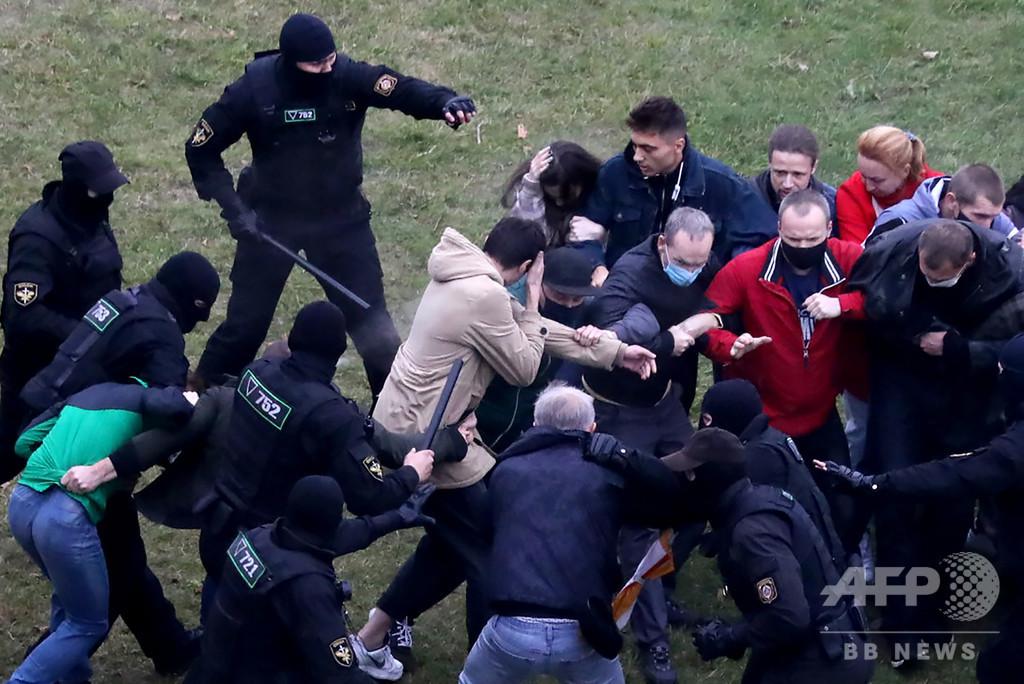 ベラルーシ抗議デモ、覆面部隊が強硬鎮圧 対話への期待一転